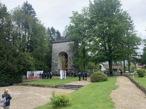Am Friedhof im KZ